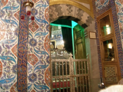 According to history, the Prophet's camel stopped in front of Ayyub's house at Medina (Yathrib then)
